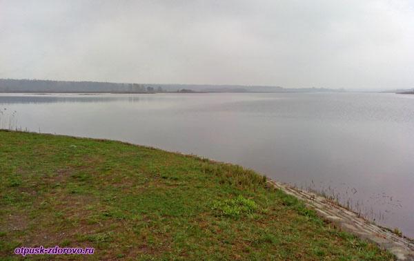 Лядское озеро (водохранилище). Беловежская Пуща, Беларусь