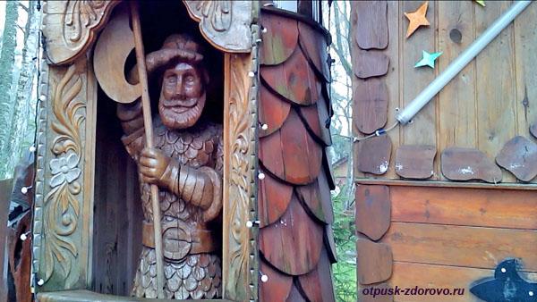 Центральный вход, волшебные ворота. Беловежская Пуща. Резиденция Деда Мороза, Беларусь