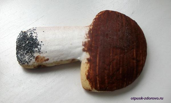 Корж-гриб - подарок от Деда Мороза. Беловежская Пуща. Резиденция Деда Мороза, Беларусь