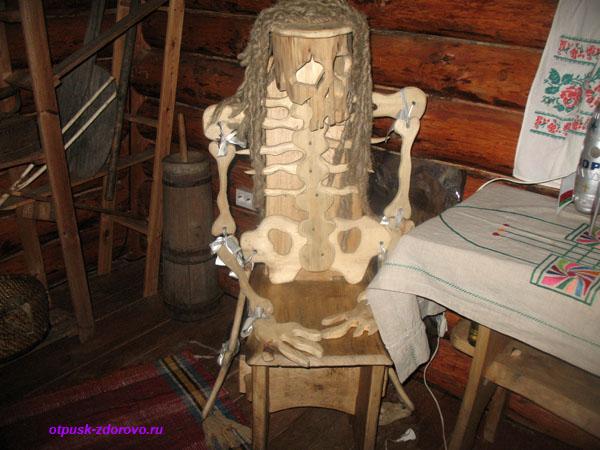 Кресло-скелет. Беловежская Пуща. Резиденция Деда Мороза, Беларусь