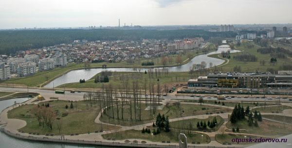 Минск и река Свислочь. Вид со смотровой площадки белорусской национальной библиотеки