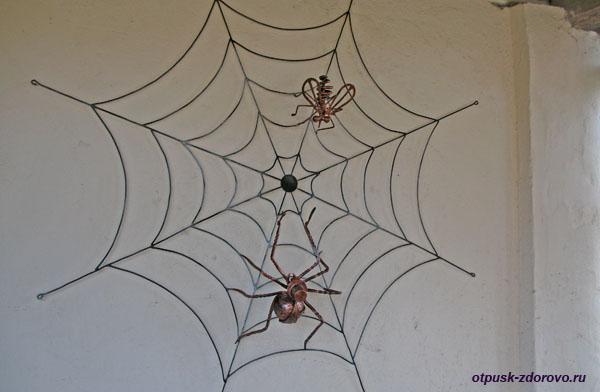 Кованые паук и муха в паутине, Дудутки, Беларусь
