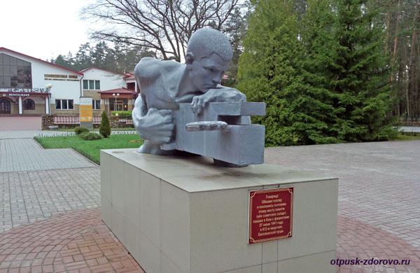 Памятник погибшим солдатам в Беловежской Пуще