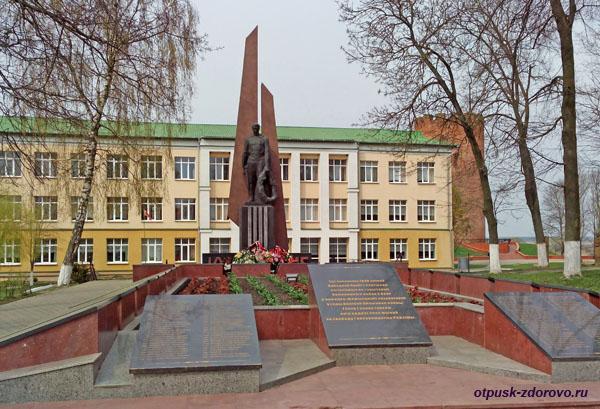 Город Каменец и окрестности. Памятник воинам Великой Отечественной войны