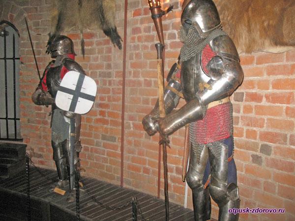 Музей Каменецкая башня, доспехи воинов