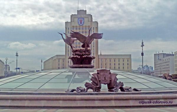 Фонтан с журавлями, Площадь Независимости, Минск, достопримечательности