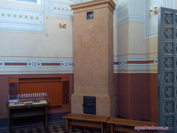 Печь внутри часовни святого Николая Чудотворца, Мирский замок, Мир, Беларусь