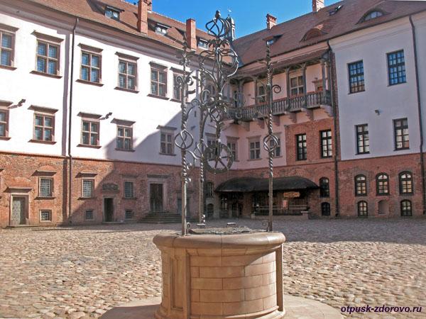 Колодец во внутреннем дворе, Мирский замок, Мир, Беларусь