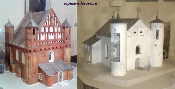 Макеты храма-крепости в Сынковичах и Комайского костела находятся в Мирском замкеМир, Беларусь