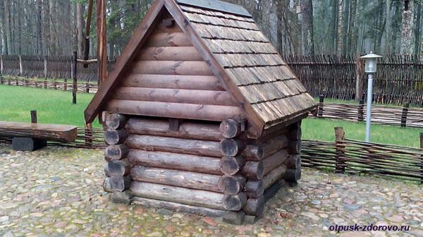 Колодец. Музей народного быта и старинных технологий в Беловежской Пуще
