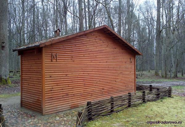 Туалет в музее народного быта и старинных технологий в Беловежской Пуще
