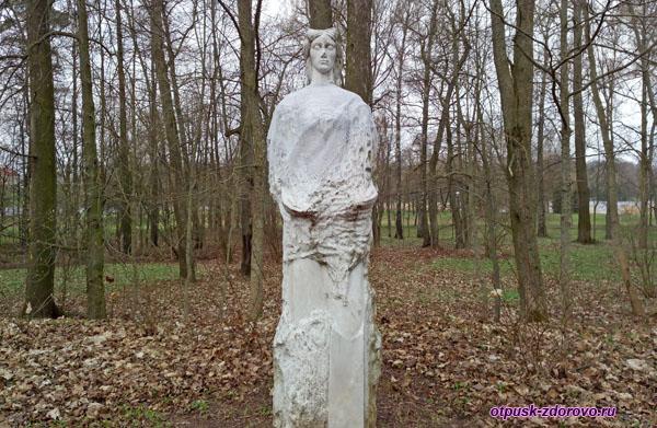 Скульптура Марии в Марысином Парке. Несвижский Дворцово-Парковый комплекс, Беларусь