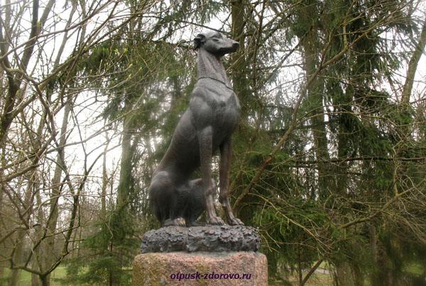 Памятник борзой собаке. Несвижский Дворцово-Парковый комплекс, Беларусь