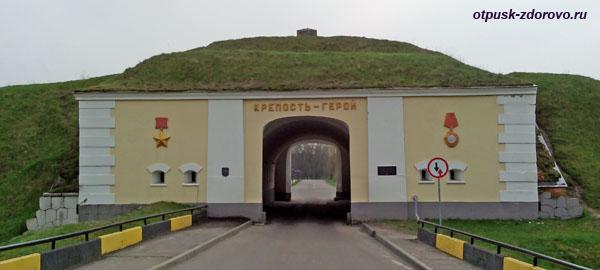Северные ворота (въезд). Мемориал-памятник Оборона Брестской Крепости, Беларусь