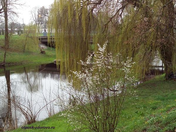 Мост и река Мухавец. Мемориал-памятник Оборона Брестской Крепости, Беларусь
