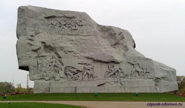 Монумент Мужество, с обратной стороны. Мемориал-памятник Оборона Брестской Крепости, Беларусь