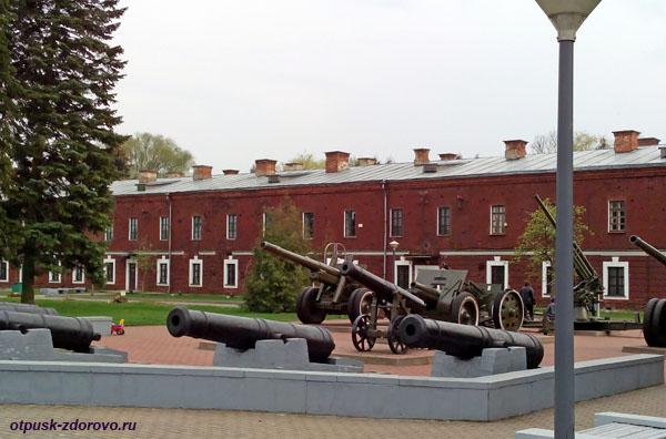 Пушки. Мемориал-памятник Оборона Брестской Крепости, Беларусь