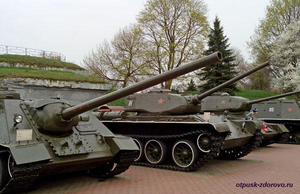 Танки. Мемориал-памятник Оборона Брестской Крепости, Беларусь