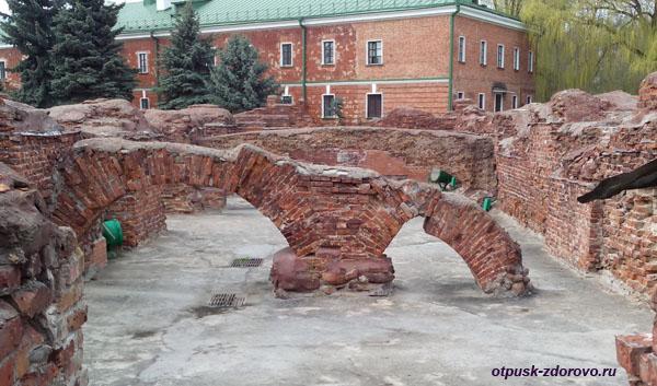 Руины Белого Дворца. Мемориал-памятник Оборона Брестской Крепости, Беларусь