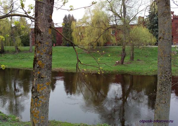 Река Мухавец. Мемориал-памятник Оборона Брестской Крепости, Беларусь