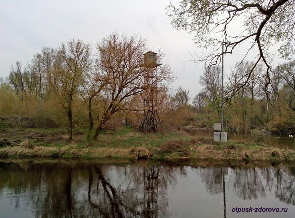 Пограничная вышка у слияния рек Мухавец и Западный Буг. Мемориал-памятник Оборона Брестской Крепости, Беларусь