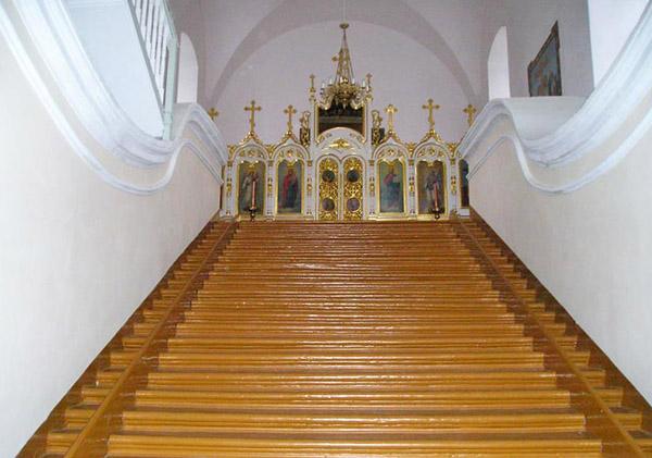 Лестница в Крестовоздвиженском храме, Свято-Успенский Жировичский монастырь, Жировичи, Беларусь