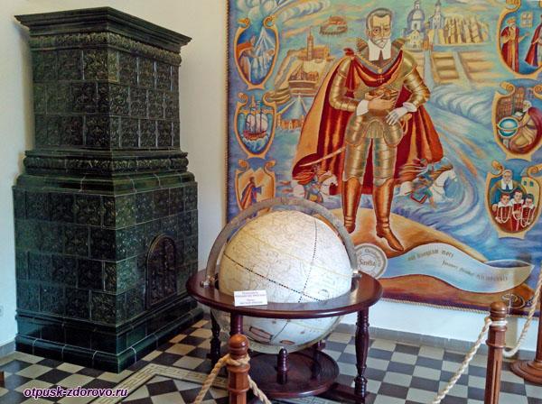 Старинный глобус. Замок Радзивиллов в Несвиже, Беларусь
