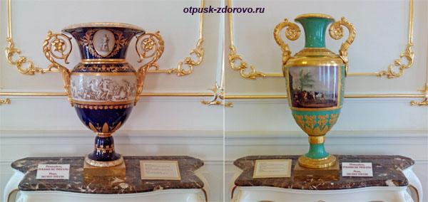 Вазы. Золотой зал в замке Радзивиллов в Несвиже, Беларусь
