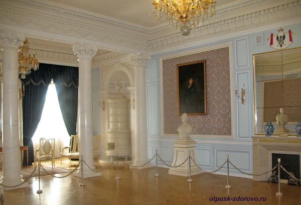 Бальный зал в Замке Радзивиллов в Несвиже, Беларусь