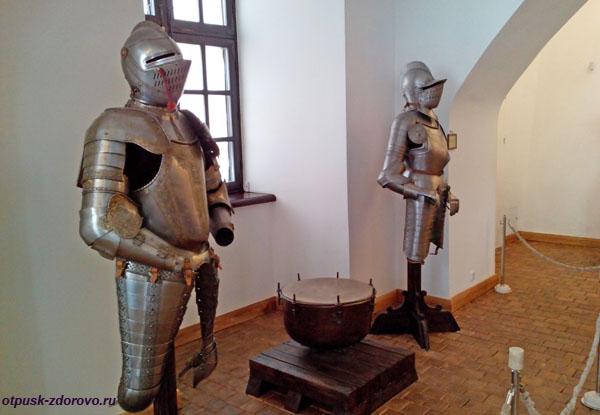Рыцарские доспехи. Арсенал в Замке Радзивиллов в Несвиже, Беларусь