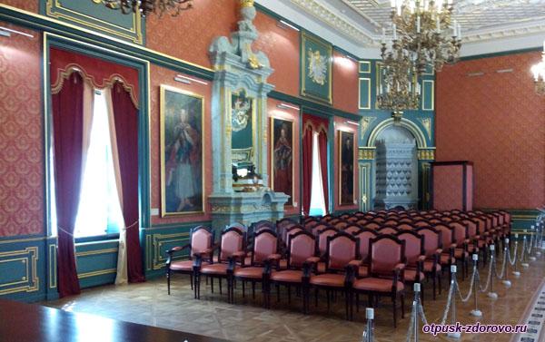 Гетманский зал в Замке Радзивиллов в Несвиже, Беларусь