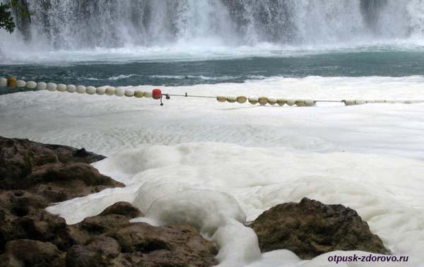 Национальный парк Крка. Пена от водопада Скрадинский Бук. Хорватия