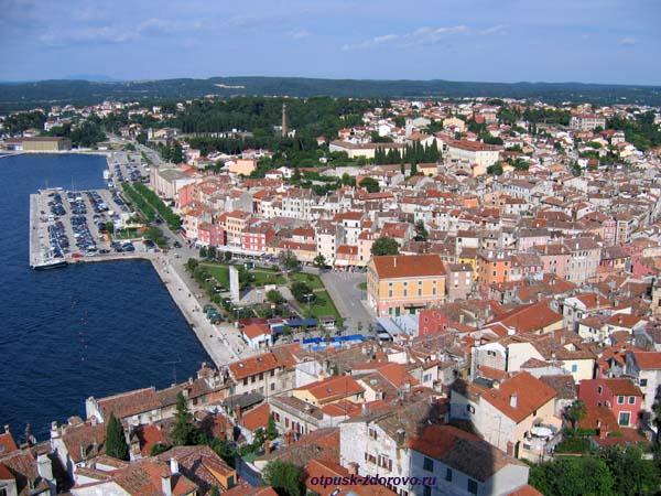 Ровинь, вид на город с колокольни