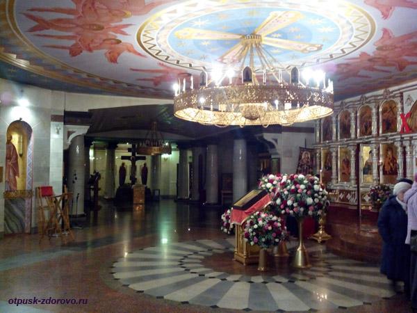 Храм на крови в Екатеринбурге на месте дома Ипатьева, нижний храм