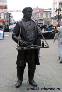 Екатеринбург, улица Вайнера, скульптура Коробейник