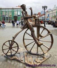 Екатеринбург, улица Вайнера, скульптура велосипедиста