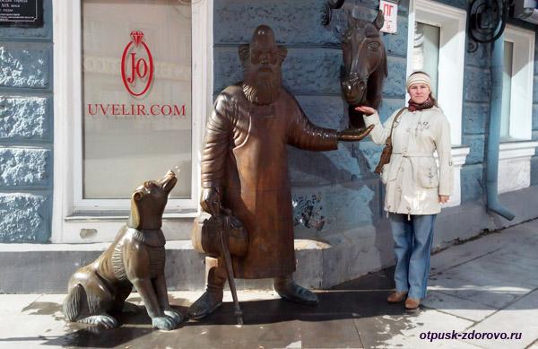 Екатеринбург, улица Вайнера, памятники