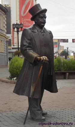 Екатеринбург, улица Вайнера, памятник банкиру