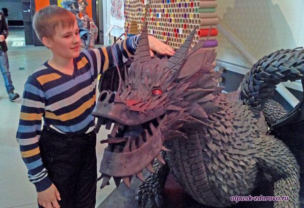 Дракон Ин-Лун в Музее Мусора МуМу