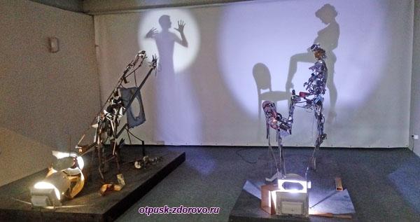 Инсталляция Подглядывающий, Музей Мусора, Калужская область