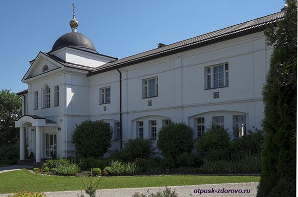 Никольский Черноостровский монастырь в Малоярославце, корпус православного приюта Отрада, храм Божьей Матери Отрада и Утешение