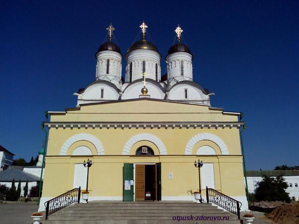 Пафнутьевский монастырь в Боровске, Собор Рождества Богородицы