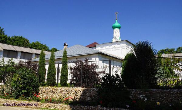 Пафнутьевский монастырь в Боровске, больничный храм пророка Илии