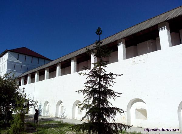 Пафнутьевский монастырь в Боровске, крепостная стена