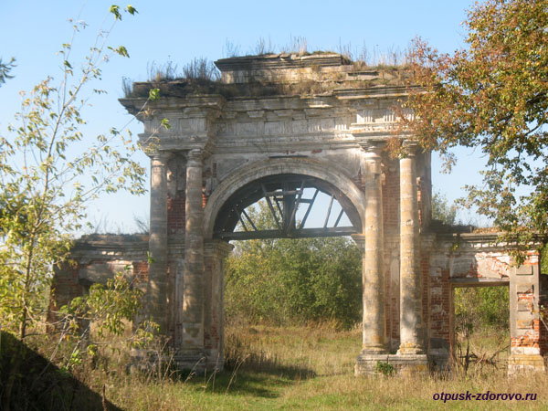 Усадьба Дашковой, парадные ворота, село Троицкое Калужской области