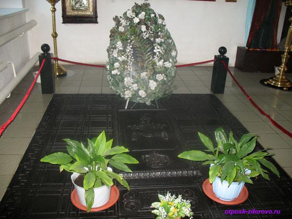 Место захоронения княгини Екатерины Романовны Дашковой в церкви в селе Троицкое Калужской области