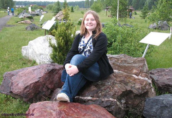 Парк камней в парке Птиц в Калужской области