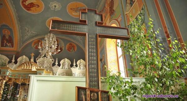 Крест-мощевик в Богоявленско-Анастасьином монастыре, Кострома