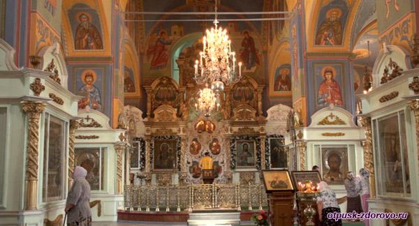 Фрески внутри Богоявленско-Анастасьиного монастыря, Кострома