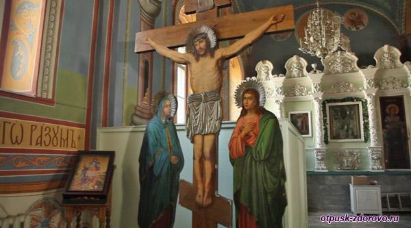Мироточивый крест в Богоявленско-Анастасиином монастыре Костромы